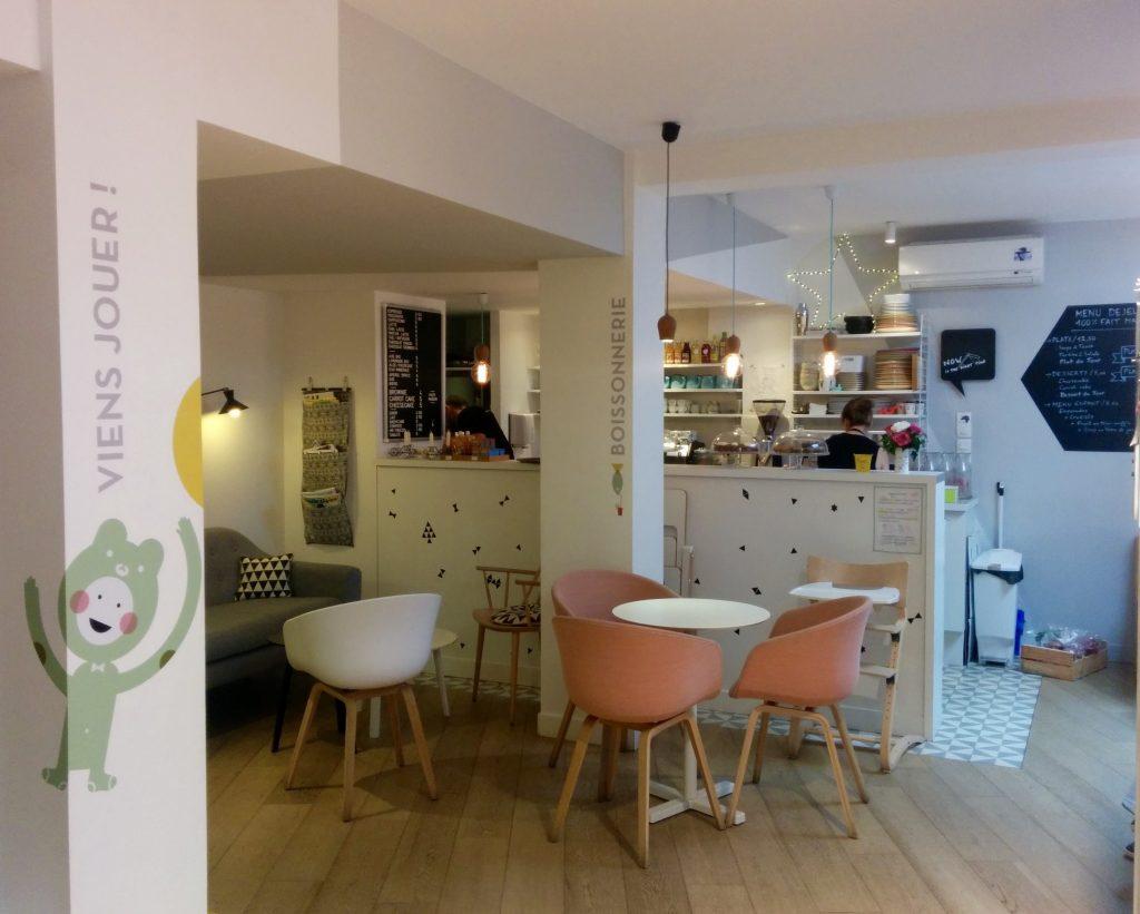 Mombini Cafe parisiense