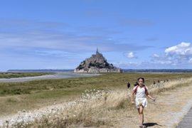 Mont-Saint-Michel com crianças